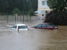 Čiščenje po poplavah - vozilo